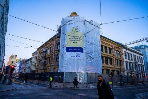 STORT SMITTEUTBRUDD: 36 personer er så langt bekreftet smittet på byggeplassen i Oslo sentrum. Det får konsekvenser for innbyggere i de fleste kommunene på Romerike.  Foto: Håkon Mosvold Larsen / NTB