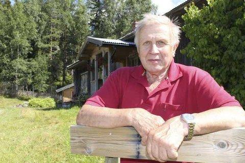 FREDET: Jan Storberget i Hytjanstorpet er glad for at hjemmet hans nå fredes. Det har ikke vært modernisert på over 50 år der.