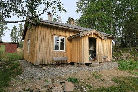 BLIR FREDET: Røykstua på Askosberg Øvre Oppigarn på Grue Finnskog med sin unike røykovn blir nå fredet av Riksantikvaren.  – Oppigarn, som vi kaller det, har vært i vår familie i mange generasjoner, forteller Henning Holt.