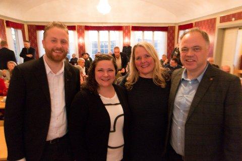 HJERTELIG: Brede smil da de fire E16-ordførerne møttes med sine formannskapsmedlemmer til et felles informasjonsmøte med Nye Veier sist vinter. Nå ber Margrethe Haarr (nummer to fra venstre), Grete Sjøli og Knut Hvithammer sin ordførerkollega Eyvind Jørgensen Schumacher (til venstre) og de andre folkevalgte i Ullensaker om å stå ved sine forpliktelser, og fullføre utredningsprosessen som pågår.