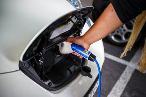 Ekspertene er enige om elbilens rolle i strømforbruket. Illustrasjonsfoto: Heiko Junge / NTB
