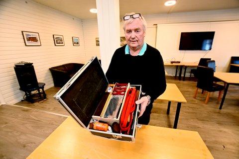 – Det er bare rett og riktig at kofferten kommer tilbake til sin eier, sier Per Arne Lunn. Han har aldri sett maken til instrumenter som det som fantes i kofferten til orgelstemmeren.