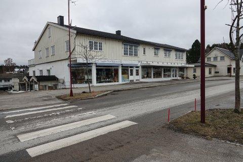STENGT: Etter at en person som skulle hjem i ventekarantene fredag først stakk innom bruktbutikken, ble butikken stengt.