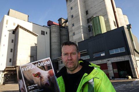 MÅ VENTE: – Vi skulle vært i gang med utbyggingen nå, men kan ikke annet enn vente, sier daglig leder ved Fiskå Mølle Flisa, Kjetil Aandstad.