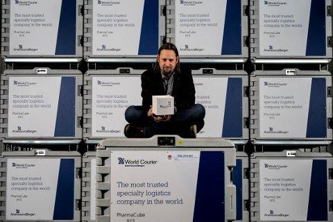 Marius Undlien fra Nord-Odal har hatt travle dager lenge. Han er daglig leder og styreleder i firmaet World Courier, som har oppgaven med å distribuere all koronavaksine og annet av farmasøytiske forsendelser til Norge og Svalbard.