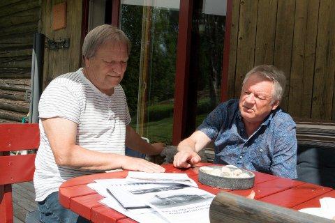 BEKYMRET: De har flere tiår bak seg i arbeid med barn og unge i Kongsvinger, 67-åringene Johny Gullaker (til venstre) og Kjell Rønning. Nå er de oppriktig bekymret over utviklingen de siste årene, og ber om snarlig handling fra mange voksne i ulike roller. FOTO: PER HÅKON PETTERSEN