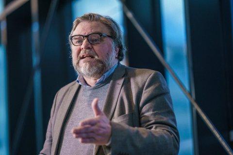 KLAR MELDING: Medisinsk fagdirektør Steinar Madsen i Statens legemiddelverk oppfordrer til at alle må  si ja til vaksinetilbudet.  Foto: Stian Lysberg Solum / NTB