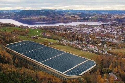 SPENNING: Slik kan en batterifabrikk se ut på Slomarka, området har i det lengste vært aktuelt når Hydro, Equinor og Panasonic planlegger en massiv batterifabrikk i Norge.Med fabrikken følger mange arbeidsplasser.
