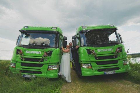 BETYR MYE: Renovasjonsbilene betyr mye både for Susanne G. og Jan Erik Midtskogen. Så dette satte en ekstra spiss på vielsen.