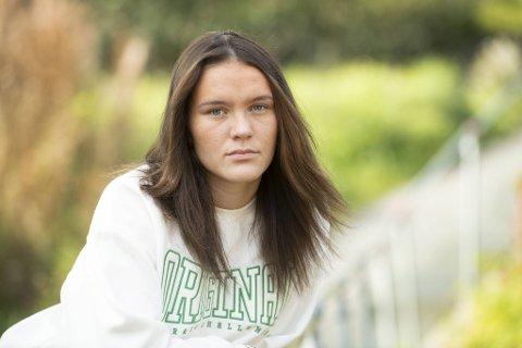 18 år gamle Kassandra Munoz Knapstad er sint og lei seg for alle ryktene som går om henne i sosiale medier. Nå håper hun folk kan slutte å spre usannheter om henne.