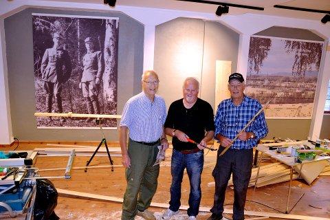Dugnad: Ole E. Storlien sammen med to fra dugnadsgjengen Ivar Ottosen og Terje Baardseth.