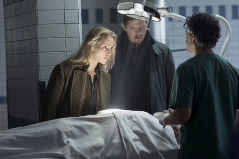 """BROEN: Mandag kveld ble episode 5 av den populære tv-serien """"Broen"""" vist på NRK. Regien har Rumle Hammerich, som til daglig som regilærer ved Den norske filmskolen på Lillehammer."""