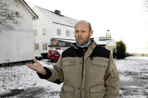 Vil ha folkemøte: – Uten dialog kan fordommer fort oppstå, sier Henrik Stjer, leder i Vingnes Vel.                  Foto: Torbjørn Olsen