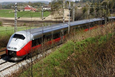 Buss mellom Lillehammer og Gardermoen, og innstilte Trondheims-tog i helga. Foto: Cornelius Poppe / SCANPIX