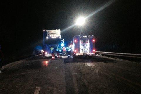 Det var tirsdag kveld slaps i vegen etter snøvær og 1 minusgrad på ulykkesstedet.