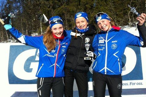 Lillehammer-trioen Tiril Loen, Julie Egeberg Moger og Selma Stakston Hilleren utgjorde pallen i J14-klassen.