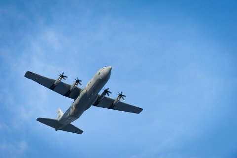 Flyvåpenets nye C-130 J Hercules-fly øver i disse dager over innlandet. 335-skvadronen er stasjonert på den militære delen av Gardermoen. Foto: Ole-Sverre Haugli/Hæren