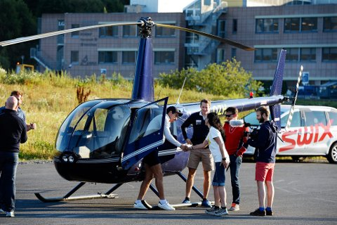 I HELIKOPTER: Emil Hegle Svendsen og Tarjei Bø var på en kort visitt. De ble fløyet i helikopter fra Oslo og videre til samling.
