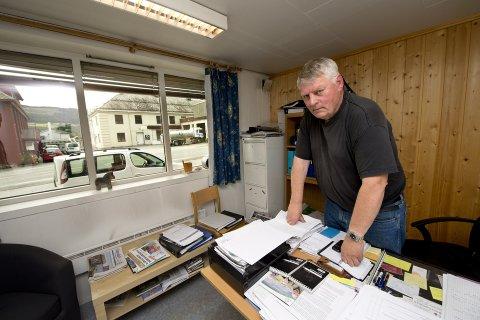 Redaktør Olav Iverslien har gitt ut siste utgave av avisa Gausdøl'n fra sitt kontor på Segalstad bru.