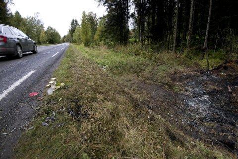 Ulykkesstedet: En ung mann fra Ringsaker omkom i en trafikkulykke sør for Åsmarka kirke tirsdag kveld.                                                                      Foto: Torbjørn Olsen