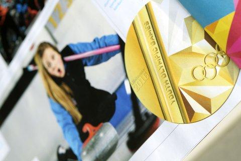 GULL: Det er denne det handler om for de beste tenåringene i Ungdoms-OL; gullmedaljen. Her i magasinet til Lillehammer 2016. Snart er de ekte medaljene i OL-byen.