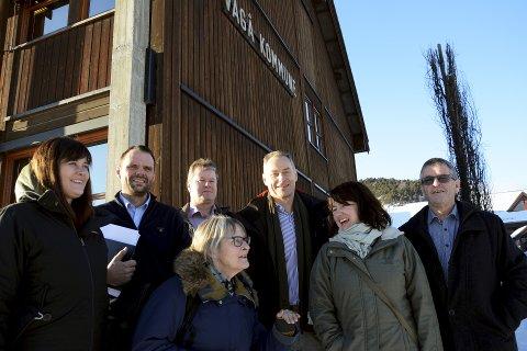 Tilfreds: Anne Sjetne, SV, og Mette Vårdal, Sp (fremst) fekk vera med på møtet med mellom Coop og kommune.