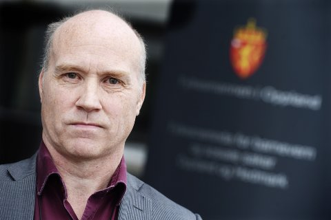 LÆRING: Asbjørn Lund er stabssjef hos Fylkesmannen i Oppland og øverste sjef for vergemålsavdelingen. – Vi har lært mye. Vi har utviklet nye rutiner, sier Lund, mens staben fortsatt gjennomgår det som skjede i 2015. – Vi vurderer å sende saken til Sivilrettsforvaltningen, sier Lund.Foto: Asmund Hanslien