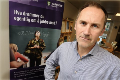 HJELPER: Gard Tekrø Rolid og kollegene i fylkeskommunen hjelper elevene med å finne lærlingplass. Han sier bedriftene fortsatt har stort potensial for å tilby plasser.