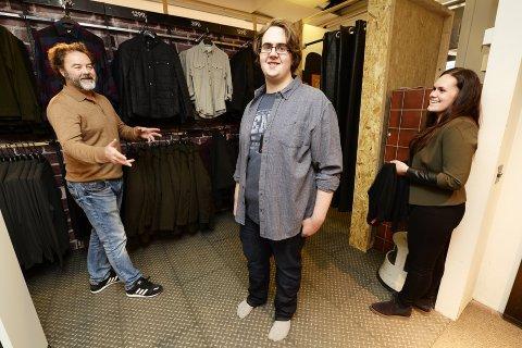 Joakim fremstår som ny etter besøket hos frisøren og klesbutikken. Vil det øke sjansene hans til å få en lærlingeplass innen salg?