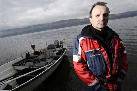 FISKEDILLA: Mass Haugen er en ivrig Mjøsfisker. Nå er han nyvalgt leder av Øyresvika dreggeklubb.