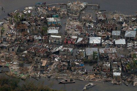 Ødeleggelsene i Haiti er store etter orkanen. Foto: Carlos Garcia Rawlins / Reuters / NTB scanpix