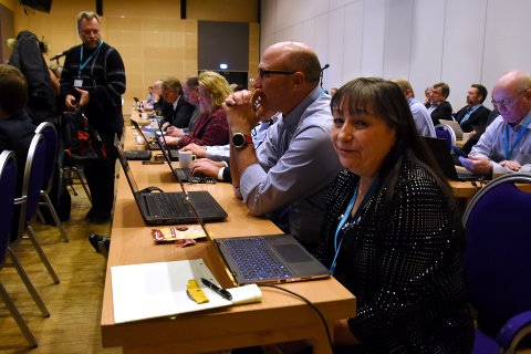 UTVIKLER STANDARDER: 100 personer fra hele verden har denne uken vært samlet på Lillehammer for å diskutere internasjonale standarder. En av ledene personene innenfor bransjen er Karen Higginbottom (nærmest på bildet).Foto: Knut Storvik