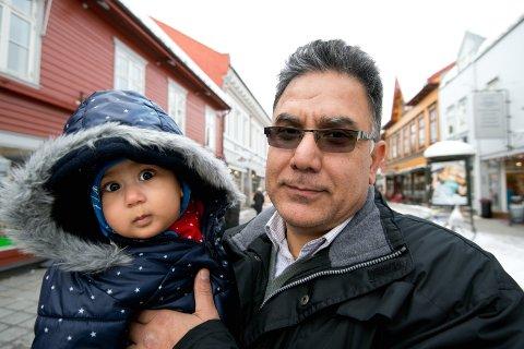 Kjemper for å få bli i Norge: Ziay Abdulvahabs største ønske er at datteren Madina får vokse opp i Lillehammer. Men myndighetene sier nei til at afghaneren, som har bodd 14 år i Norge, får bli.   Foto: Torbjørn Olsen