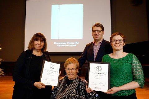 DIPLOM: Marit Hosar, Svein Amblie, Eva Marie Meling Mathisen og ordfører i Nordre Land, Ola Tore Dokken. Foto: H. Bjørgen