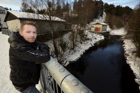 Tore Solbakken i Gudbrandsdal sportsfiskeforening er en av pådriverne for ny konsesjonsbehandling for kraftverket i Våla.