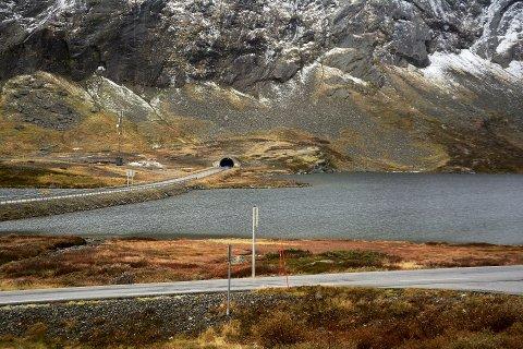 Heilårsveg: Dagens tre tunnelar er for låge og for smale, og ny  tunnel inn i Strynefjellet med sidearm til Geiranger er ute på høyring til 23. desember. Det hastar for å få prosjektet til 5,45 milliardar kroner inn i Nasjonal transportplan 2018-29.
