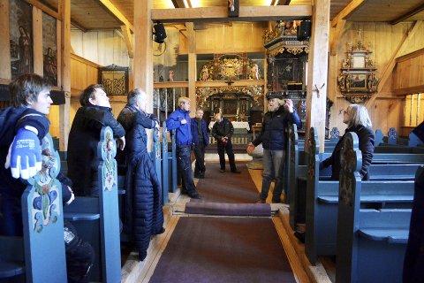 Kunnskap: Vågåkyrkja har eit flott, tungt bindingsverk frå renessansen på 1600-talet, fortel Edvin Espelund.