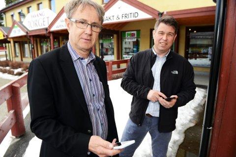 Dekningsdirektør i Telenor, Bjarne Amundsen (t.v) sammen med næringssjef i Ringebu, Frode Martinsen