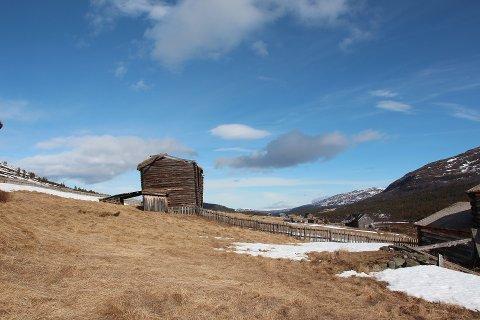 Prosjekt: Sandbuslåven i Russlialigg tett attmed nasjonal turistveg over Valdresflye.Foto: Norsk kulturarv.