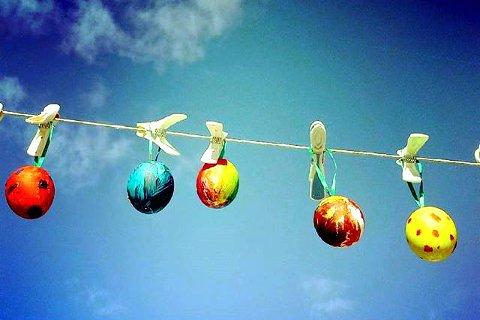 PÅSKEEGG: God påske frå popup påskeverksted i landsbyen Ringebu.
