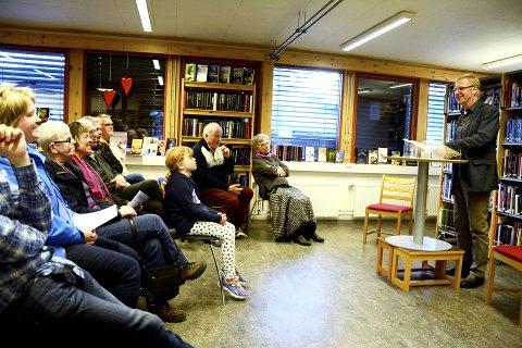 Lydhøyrt publikum: - Eg vil takke Skjåk for å dra i gang ei storstila markering av Aslaug Høydal. Det er stort å få vera med på dette, sa Einar Gotehus frå Seljord.