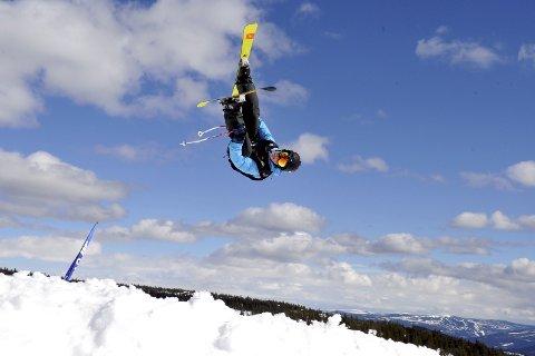 LUFTIG: Freeski-kjørerne vartet opp med spektakulære og luftige hopp under KM på Skeikampen i helgen.
