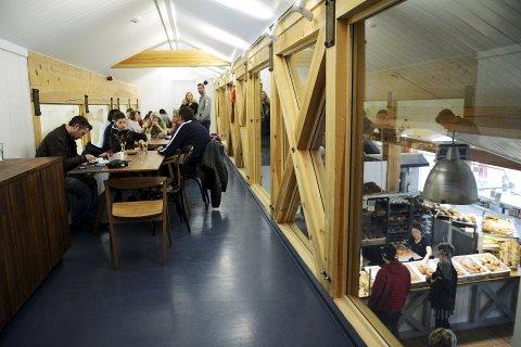Større plass: Bakeriet i Lom har utvida og fått plass til meir folk, med ein liten loftsetasje på topp.Foto: Ketil Sandviken.