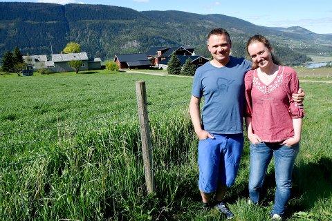 Bente Borgen fra Sør-Fron er innstilt til styret i Nortura. Her sammen med mannen Stian Løvig. Sammen overtok de prestegarden i Sør-Fron.