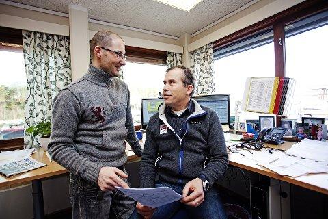 PÅ PALLEN: I hele Norge er det bare to selskaper kundene er bedre fornøyd med enn Gudbrandsdal Energi. Markedsleder Thomas Mathisen, til venstre, og markedsdirektør har sammen med alle kollegene tatt GE opp på pallen i Norsk Kundebarometer.