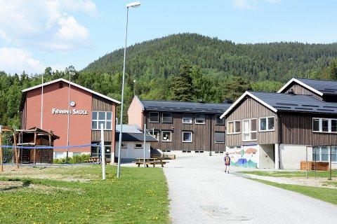 Silje Myhre Amundsen er kritisk til hvordan uteområdet ved  Fåvang skole er.