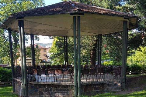 Paviljongen i Søndre Park må pussess opp for en million, eller rives.