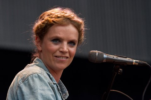 I FJELLKIRKA: Ingrid Olava holder konsert i fjellkirka på Sjusjøen lørdag.