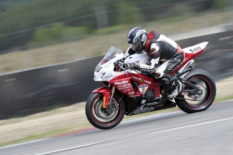Vidar Moe fra Follebu kjører roadracing i Superbike-klassen denne sesongen. Hans beste plassering så langt er 10. plassen i debuten på Vålerbanen i mai.