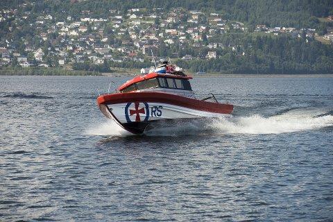 Aktiv: Det har vært en aktiv sommer for denne båten på Mjøsa. Den har hatt flere oppdrag enn på de ti siste årene.Foto: Torbjørn Olsen